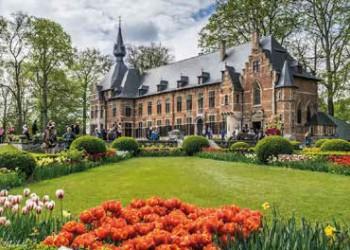 Blühende Schlossparks in Flandern